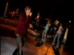 "Jesse McCartney – singing ""la tipica ragazza italiana"""