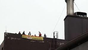 S.Raffaele protesta sui tetti