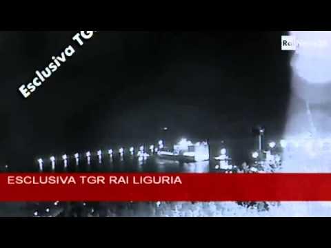 Genova: il video del momento dell'impatto della nave Jolly Nero contro la torre dei piloti
