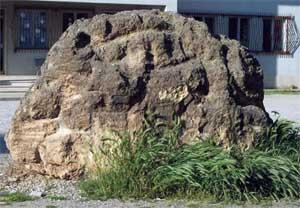 Il grande Masso della collina del Castello  dei Sanseverino di Bisignano