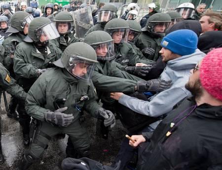 Bce: 31 Maggio 2013 in migliaia protestano con Blockupy a Francoforte