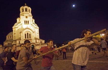 Bulgaria: il Popolo assedia il Parlamento