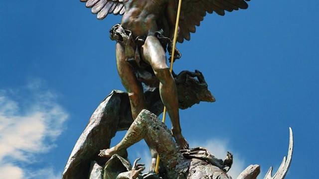 Inaugurazione e benedizione del Papa al monumento di San Michele Arcangelo opera dello scultore canosino Giuseppe Antonio Lomuscio