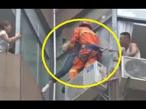 Donna tenta il suicidio buttandosi dal settimo piano ma viene salvata dal pompiere