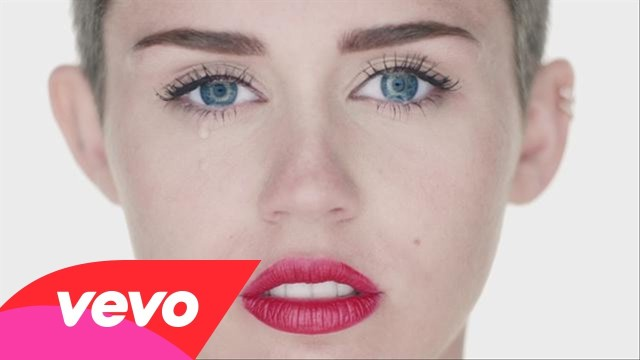 "Miley Cyrus nuda nell'ultimo videomusicale ""Wrecking Ball"""