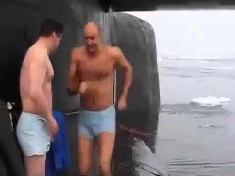 Bagno rinfrescante nei ghiacci polari