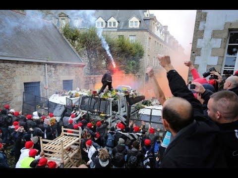 Più di 10.000  manifestanti francesi si scontrano con la polizia per l'ecotassa