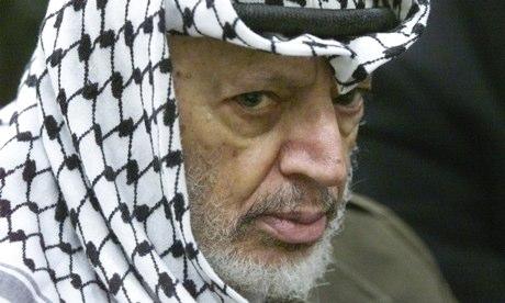 Yasser Arafat è morto in un ospedale militare francese nel 2004, quattro settimane dopo essersi ammalato in Cisgiordania.