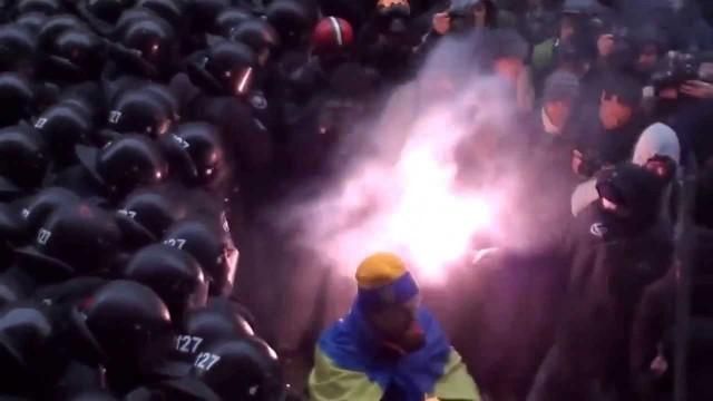 Kiev: migliaia di manifestanti bloccano i palazzi del Governo