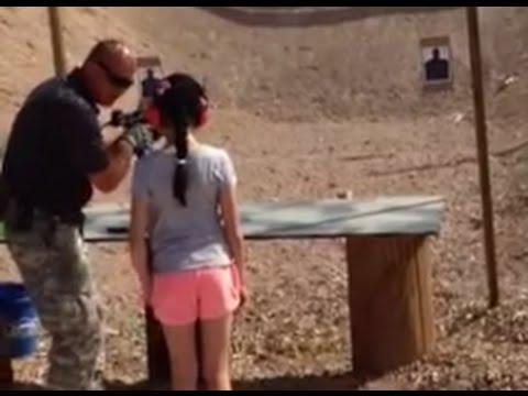 9 anni uccide con l'UZI il suo istruttore di tiro