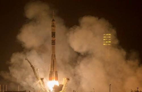 BAIKUNUR (Kazakistan) - Il razzo Soyuz TMA-14M è stato lanciato questa mattina, tappa finale la stazione spaziale internazionale, con a bordo i componenti del nuovo equipaggio