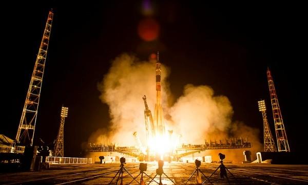La Soyuz salpa per la ISS con il nuovo equipaggio a bordo