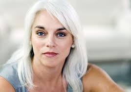 La Catalasi: il nuovo trattamento dei capelli grigi