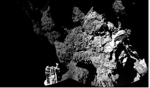PHILAE il lander di rosetta invia le prime foto dalla superficie di una cometa