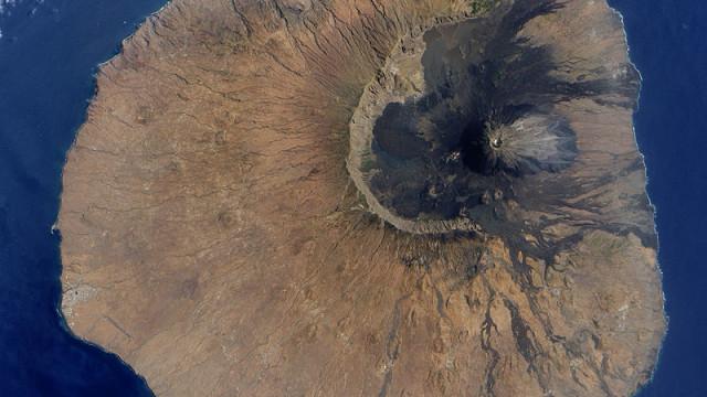 Devastante eruzione del vulcano Pico do Fogo