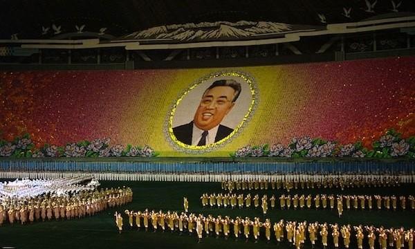 I nord coreani rendono omaggio a Kim Jong