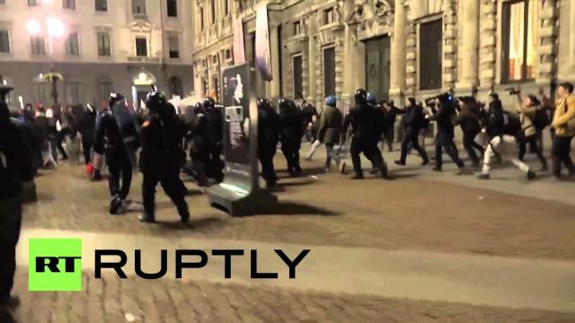 Violenti scontri anti-austerità a Milano all'apertura della stagione della Scala