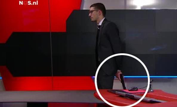 Olanda: uomo armato in diretta tv, video dell'arresto