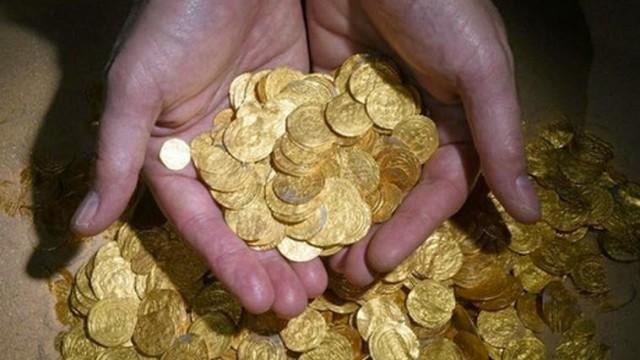 Sub scoprono 2000 monete d'oro in Israele