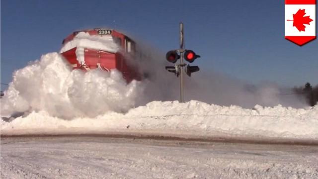 La neve non è un problema per questo treno canadese