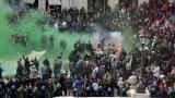 """Roma: hooligan olandesi del Feyenoord danneggiano la """"barcaccia"""" di piazza di Spagna"""