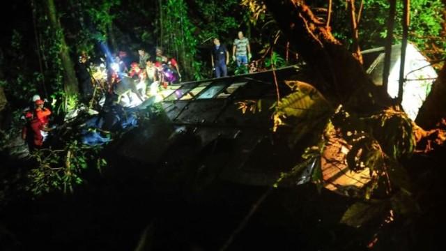 Brasile: bus precipita per 400 metri: oltre 50 morti
