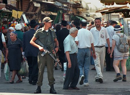 Gerusalemme: auto contro la folla, cinque soldatesse ferite