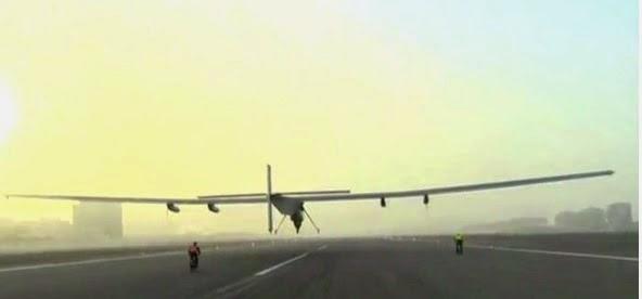 Solar Impulse 2 parte per il primo giro del mondo: diretta video