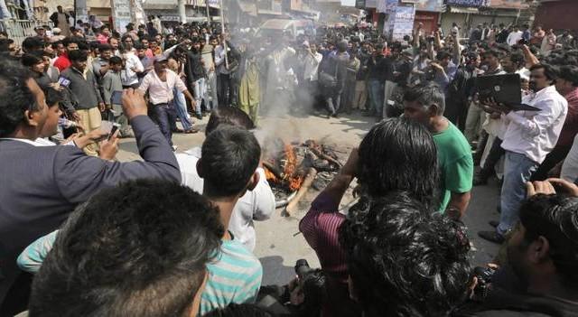Pakistan: a Lahore 2 kamikaze provocano almeno 15 morti e 78 feriti