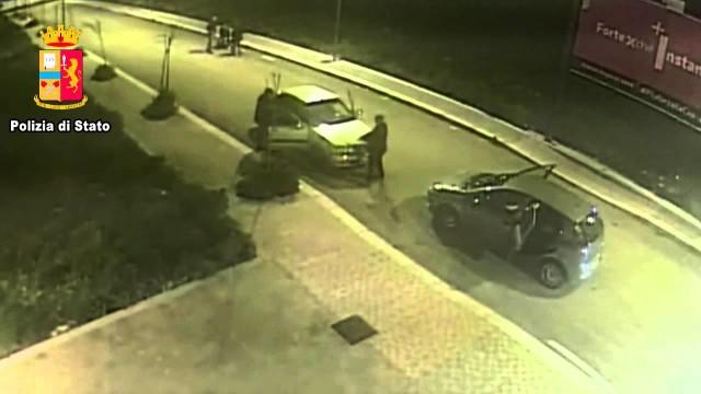 Manfredonia, furti notturni nel cimitero, 2 arresti