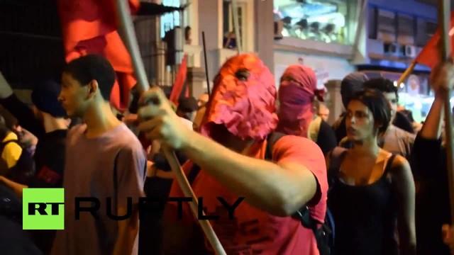 Rio de Janeiro protesta contro la brutalità della polizia