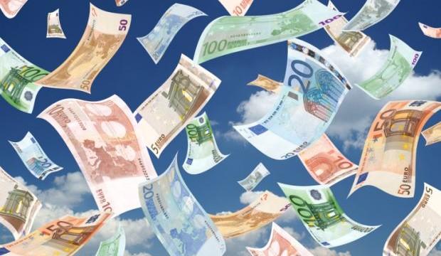 Bari: piovono banconote da 20, 50 e 100 euro