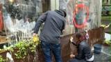 """""""Nessuno tocchi Milano"""": la città scende in strada spugne alla mano"""