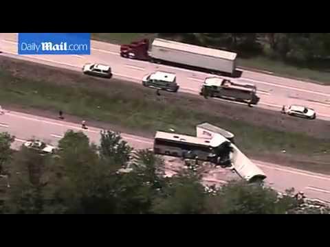 PENNSYLVANIA, bus di turisti italiani si scontra con un tir: 3 morti