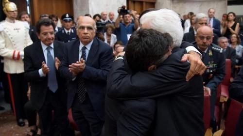 L'abbraccio tra Manfredi Borsellino e il capo dello Stato, Sergio Mattarella