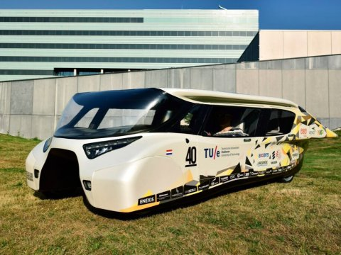 """La """"Stella Lux"""": la prima macchina solare con 1000 km di autonomia"""