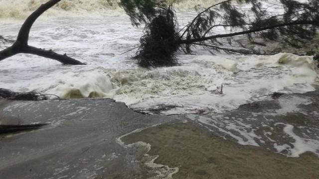 Komen Cyclone sconvolge il Bangladesh