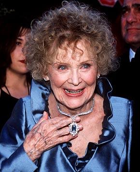 """Gloria Stuart indossa il """"Real blue diamond"""" dal valore record di oltre 20 milioni di dollari USA"""