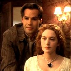 """Il diamante """"Cuore dell'oceano"""" della famosa collana di diamanti del Titanic indossata da Kate Winslet"""