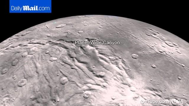 Cieli azzurri ed acqua su Plutone