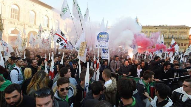 Bologna 8 novembre scontri: polizia vs corteo contro la Lega