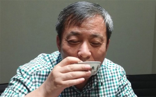Liu-Yiqian drink from the cup ming
