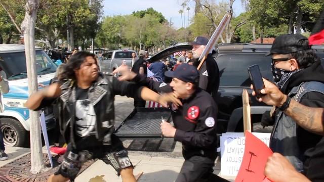 Anaheim, California: Ku Klux Klan violento