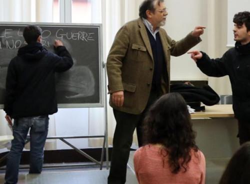 Il prof. Penebianco contestato durante una lezione nella facoltà di scienze politiche