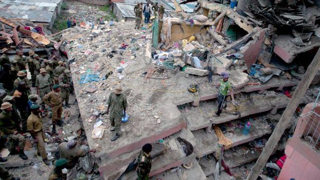 Kenya, Nairobi: Crolla un palazzo di 7 piani a causa delle forti piogge.