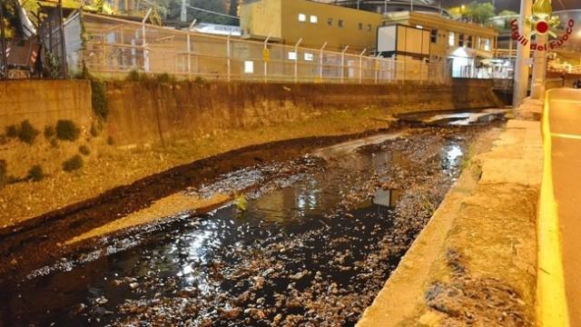 Genova: si rompe oleodotto petrolio in mare