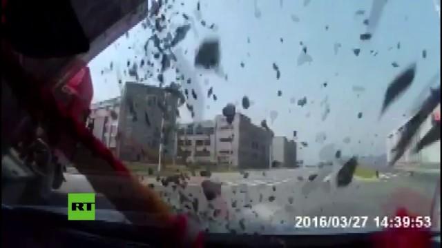 Xiamen, Cina: sepolti in auto da un carico di ghiaia