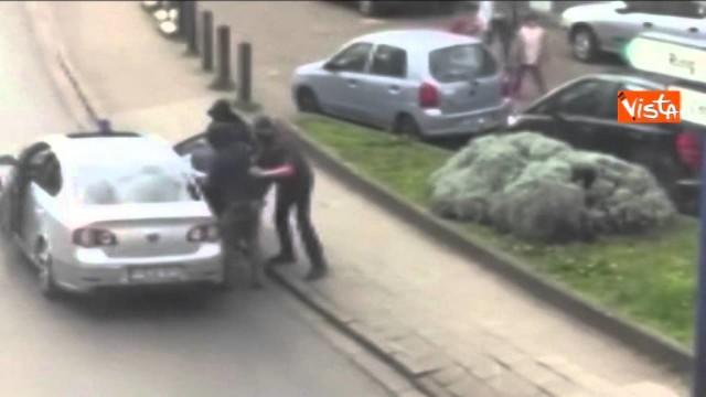 Bruxelles, catturato l'uomo col cappello?