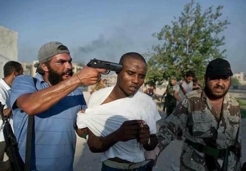 Invece della via per l'Europa hanno trovato dei criminali armati e senza scrupoli