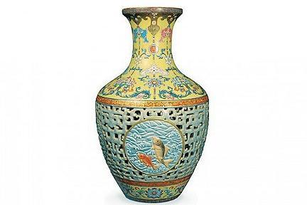Vaso di porcellana cinese della dinastia Qianlong del XVIII secolo